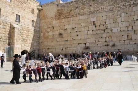מסיבת סידור לתלמוד התורה מאור חיים מירושלים בכותל המערבי