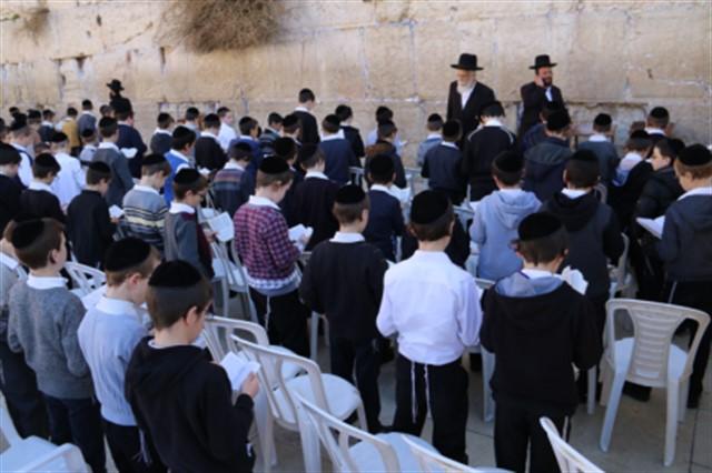 תלמוד תורה חכמת שלמה מירושלים בתפילה בכותל המערבי