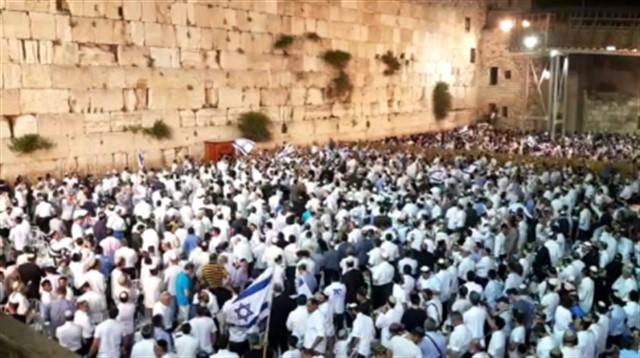 מרגש! אלפים בתפילת יום העצמאות בכותל המערבי