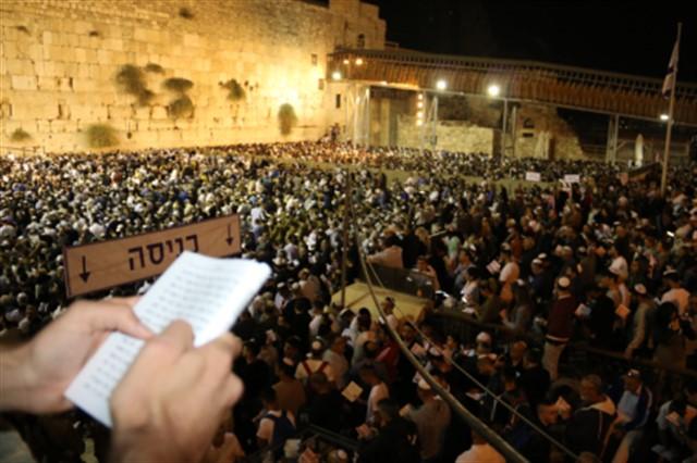Slichot (Penitential Prayers) at the Western Wall  in the presence of Rabbi Shmuel Eliyahu