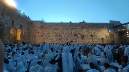 חג הפסח בכותל המערבי- כמיליון איש פקדו את רחבת הכותל המערבי במהלך כל ימי החג
