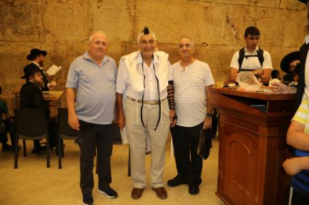 מרדכי אלעזר הניח לראשונה תפילין בכותל המערבי בגיל 90, שמחנו לקחת חלק. מרגש!