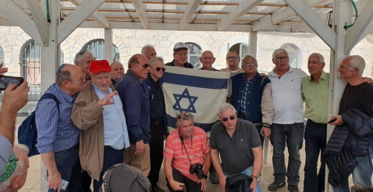 מפגש זיכרון בין הצנחנים ששחררו את הכותל למשפחות הנופלים