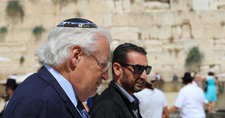 """שגריר ארה""""ב בישראל מר דיויד פרידמן בתפילה בכותל המערבי"""