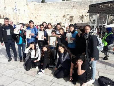"""בית ספר """"מקיף ה דרכא"""" כיתה ז4 בסיור """"ירושלים שלי"""" ביום העירוני של אשקלון"""