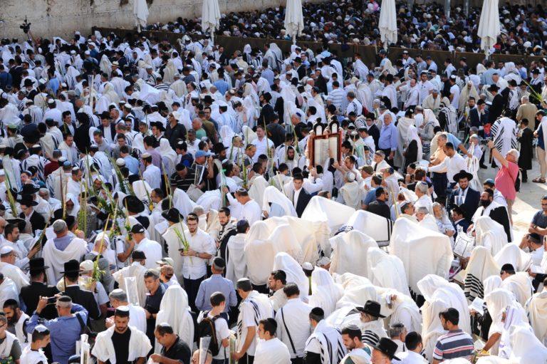 למעלה מ-2 מיליון אנשים פקדו את הכותל המערבי בחודש החגים