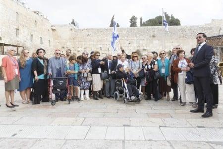 בר ובת מצווה לניצולי שואה מעמותת ילדי השואה