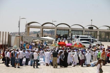 הידעתם? בקרב קהילת יוצאי אתיופיה נהוג לצום חצי יום עוד לפני ט' באב. בתמונה תפילתם היום בכותל המערבי