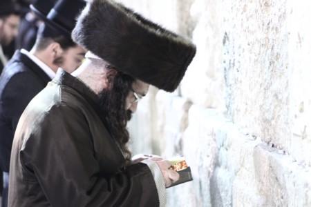 The Admor of Radoshitz, Shlita, visited the Western Wall