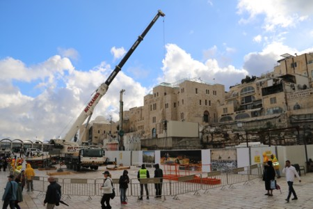 Update- Dismantling the Crane at the Western Wall Plaza