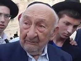 ניצול השואה שמואל בלר הבוקר בתפילה בכותל סיפר את סיפורו, מרגש מאוד