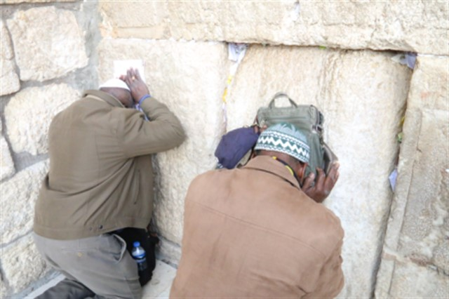 A group of Angolan tourists visited the Western Wall