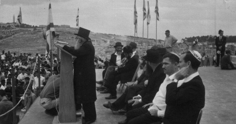 היום מצויין יום פטירתו של הרב איסר יהודה אונטרמן