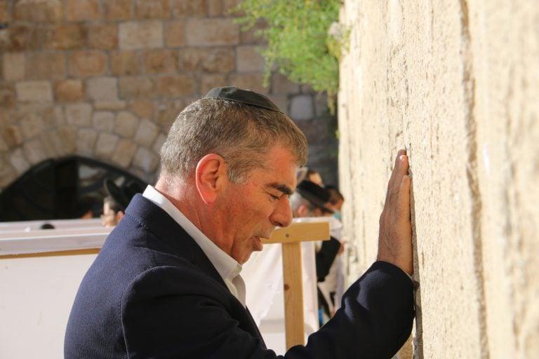 שר החוץ מר גבי אשכנזי בביקור בכותל המערבי לרגל יום ירושלים.