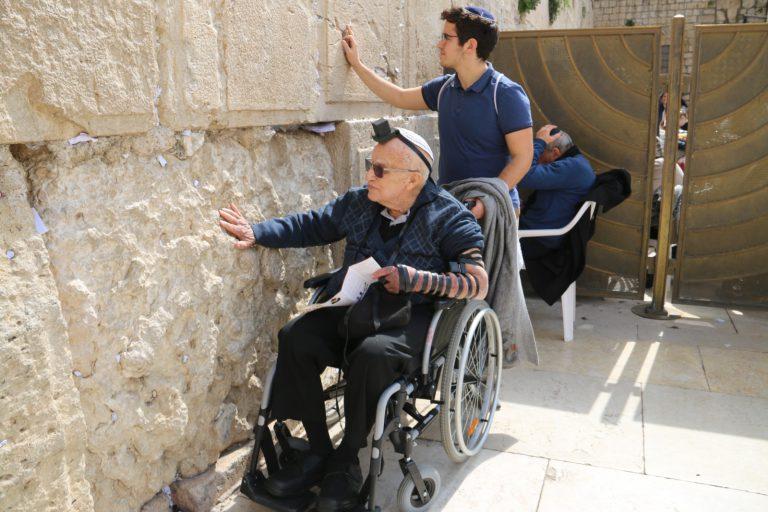 ניצול השואה בן ה 91 בביקור בכותל המערבי