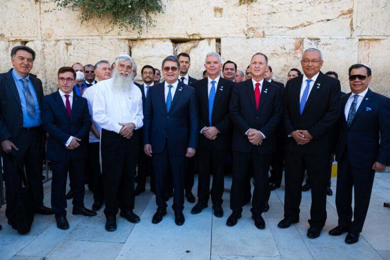 ביקור נשיא הונדורס ברחבת הכותל המערבי