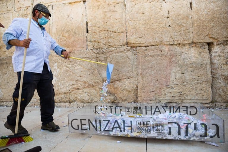 With the approach of Rosh Hashana 5782 at the Western Wall: the traditional note removal from between the stones of the Western Wall