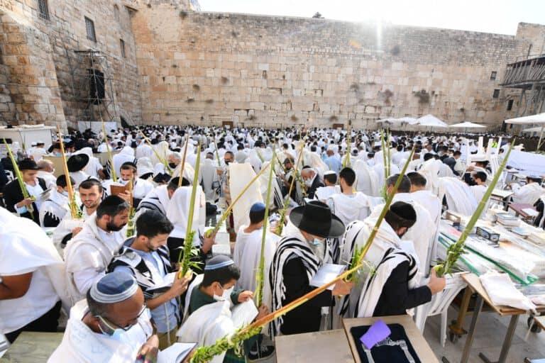 אלפים השתתפו הבוקר בברכת הכהנים השנייה ברחבת הכותל המערבי