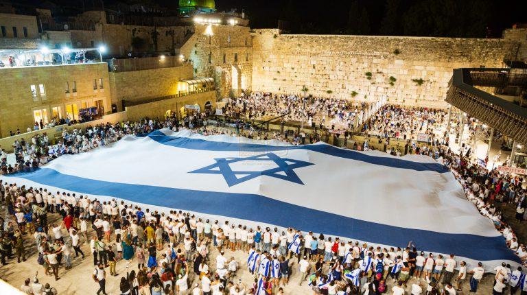 ירושלים תשפא ברחבת הכותל דגל