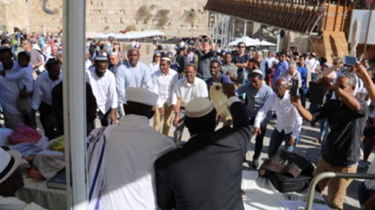 בני העדה האתיופית חוגגים את חג הסיגד