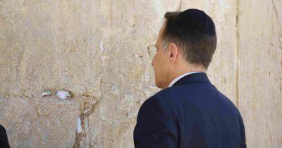 צחי ברוורמן מזכיר הממשלה היוצא בביקור במנהרות הכותל המערבי